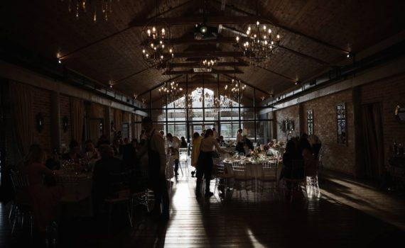 свадьба в art village зал красивый свет