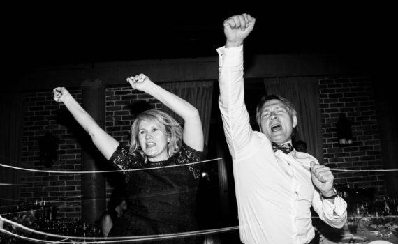свадьба танцуют родители