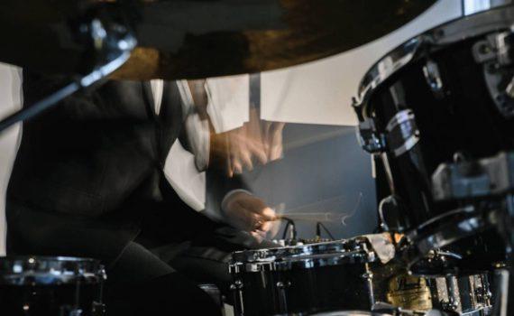 эффектный кадр барабанщик