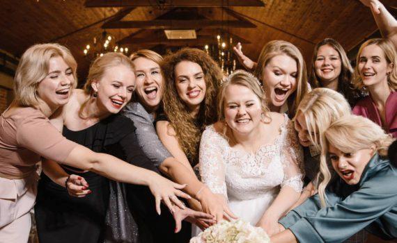 свадьба в art village букет и подруги