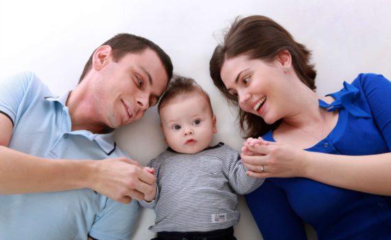 фотосессия на год ребенка дома с родителями