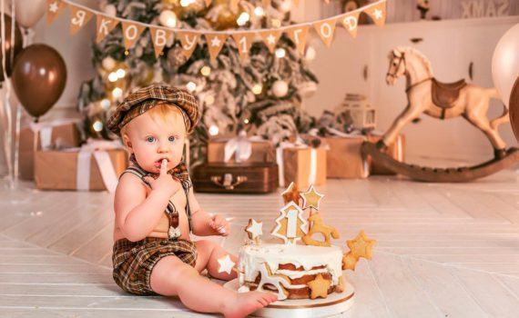 домашняя фотосессия ребенка на год с тортом