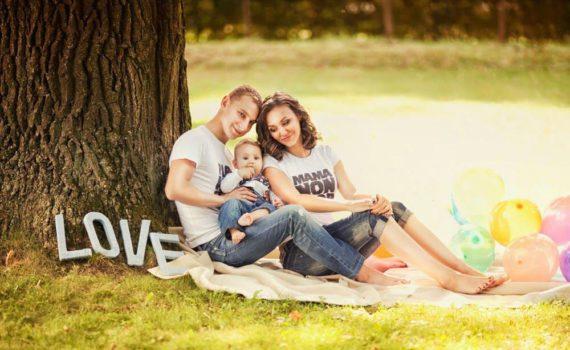 семейная фотосессия ребенка на год с буквами