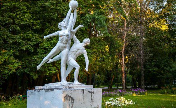 Парк у Северного Речного Вокзала скульптура