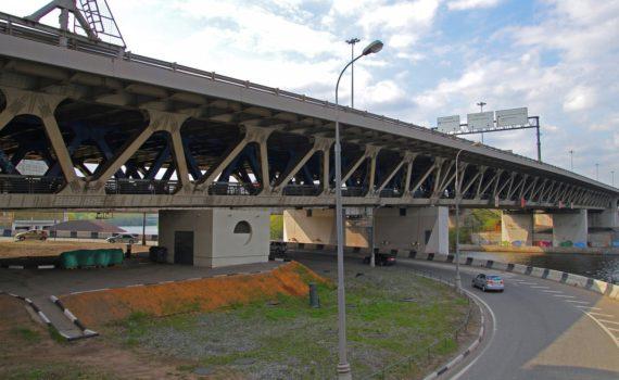 Под Дорогомиловским мостом вид с боку