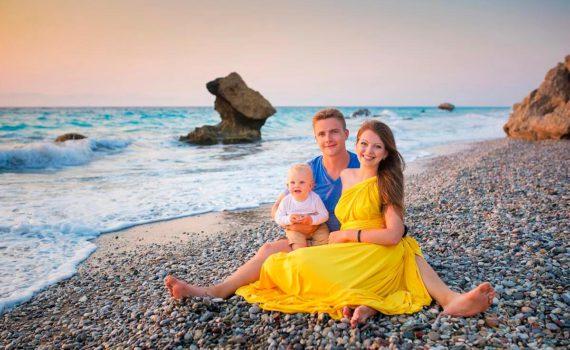 семья на берегу фотосессия на море