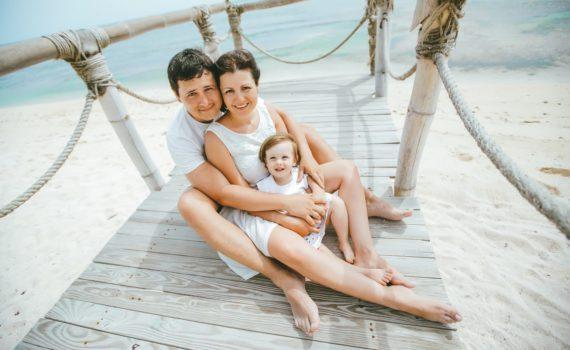 на причале семейная фотосессия на море
