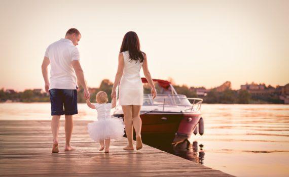 семейная фотосессия на море на причале