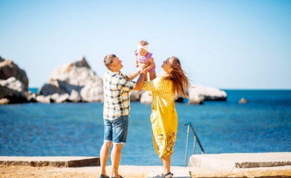 фокус переднего плана семейная фотосессия на море