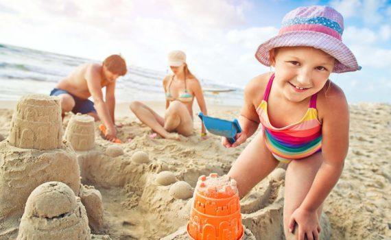 семейная фотосессия на море песочные замки