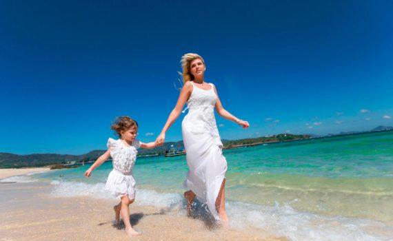 с мамой семейная фотсоессия на море