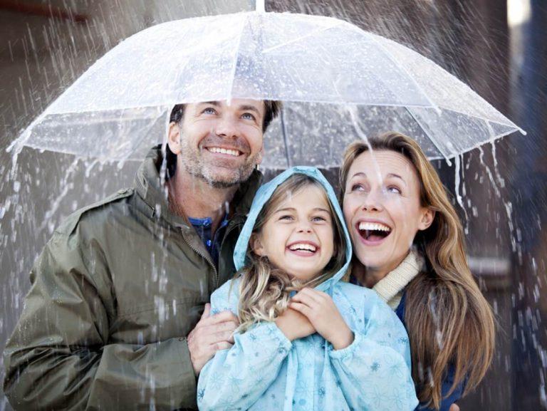 Семья под зонтом картинки