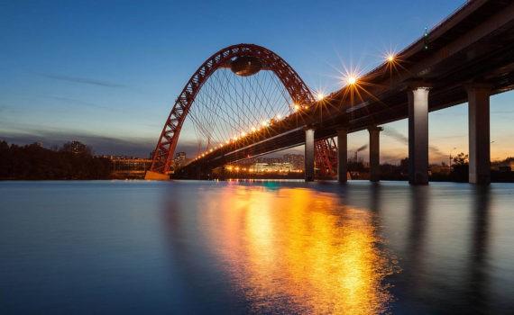 Живописный мост ночью