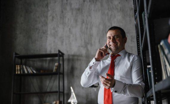 Мужской бизнес портрет в Москве в рубашке