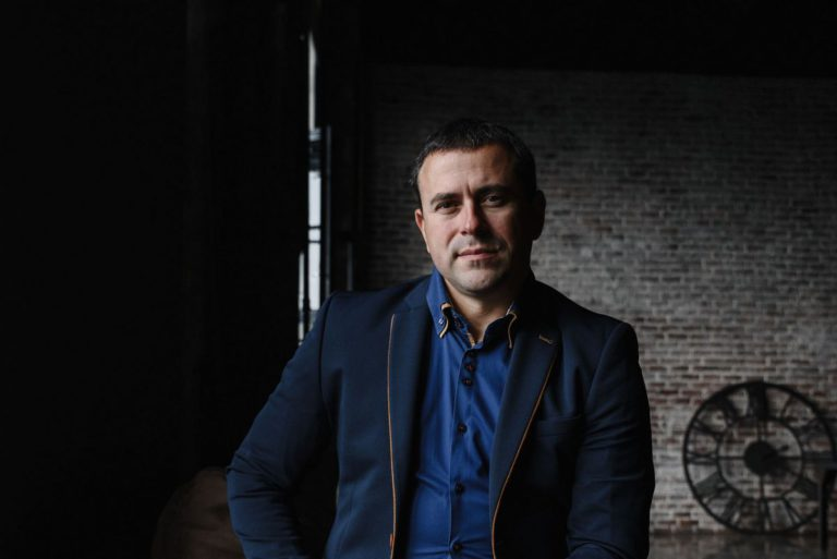 Мужской бизнес портрет в Москве в пиджаке