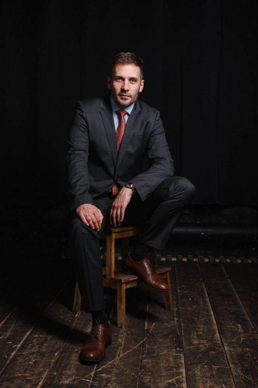 Мужской деловой бизнес портрет в пиджаке