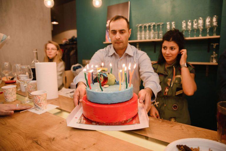 вынос торта на детский день рождения