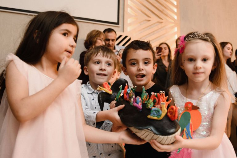 шоу театр на вынос торта на детский день рождения