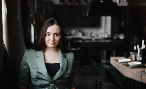 деловой женский бизнес портрет в студии