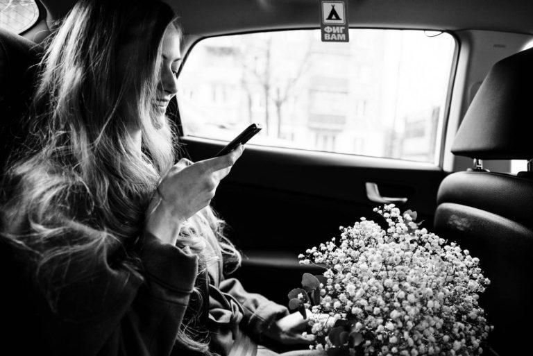 невеста в такси