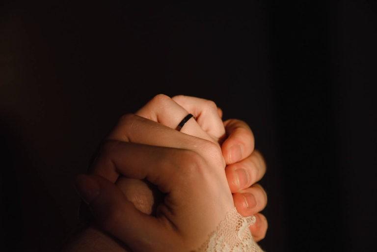 руки и кольцо
