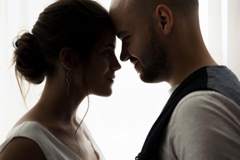 жених и невеста контровой свет